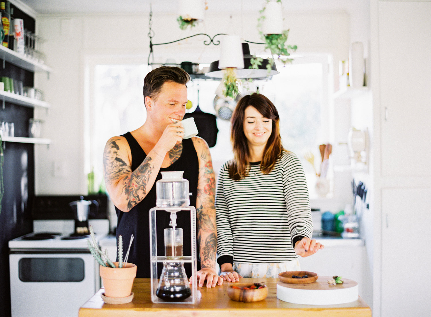 marionhphotography-marion_heurteboust-intimate_wedding_photographer-chemex_coffee-at_home-papamoa-tauranga_new_zealand